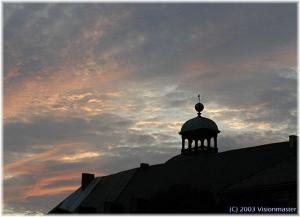 Schlossturm-vor-rotem-Himme